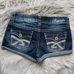 Hydraulic embroidered jean shorts Size: 3/4